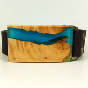 Kožený opasek s přezkou ze dřeva a modré pryskyřice