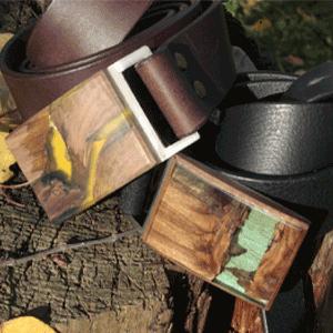 Czech design shop s koženými opasky - originální kožené opasky s designovými přezkami, spony a přezky z přírodního dřeva
